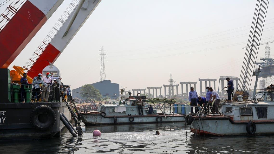 غرق عبارة في بنغلاديش