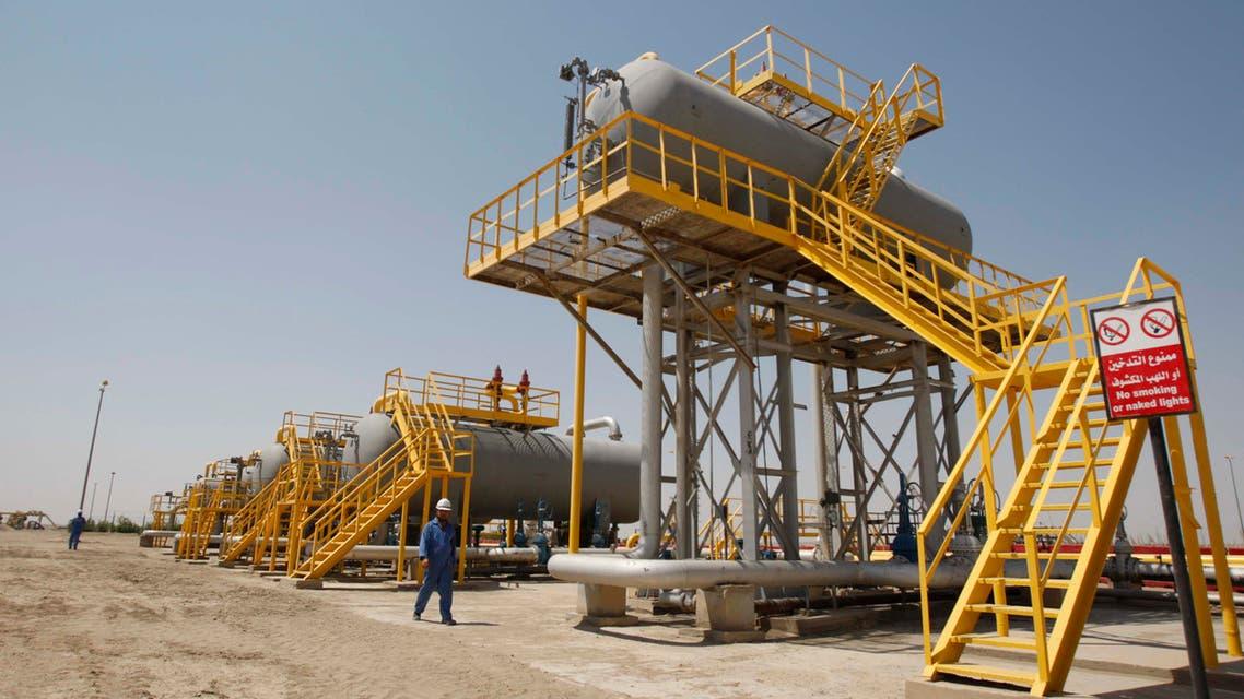 Iraqi workers walk through the Nassiriya oilfield in Nassiriya, 300 km (185 miles) southeast of Baghdad,September 8, 2012. (Reuters)