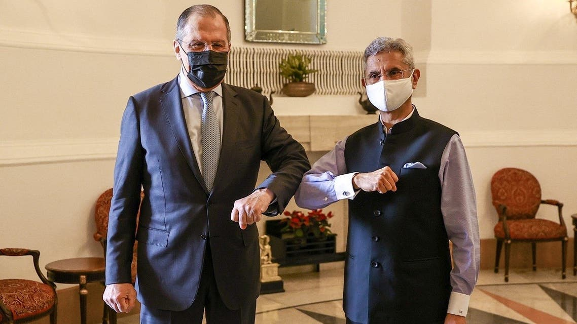 Russia's Foreign Minister Sergei Lavrov and his Indian counterpart Subrahmanyam Jaishankar pose for a picture during a meeting in New Delhi, India, on April 6, 2021. (Reuters)