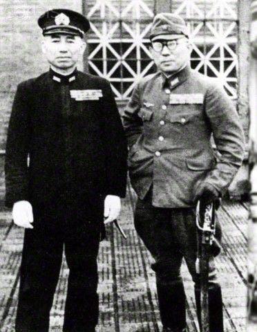 تاكيجيرو أونيشي مع أحد زملائه