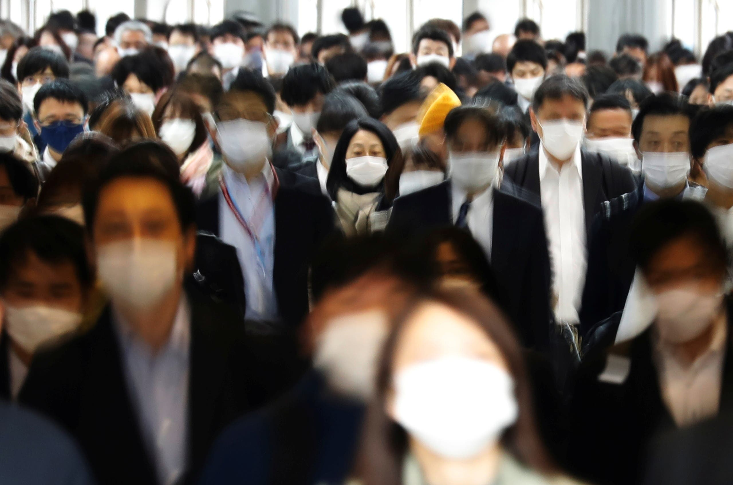 Commuters wearing protective face masks, amid the coronavirus disease (COVID-19) pandemic, make their way in Tokyo, Japan, April 6, 2021. (File photo: Reuters)