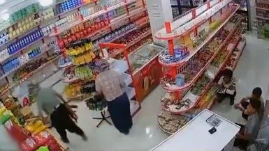 ویدیو؛ سرقت 10 کیلو برنج با سلاح کلاشینکف در ایران