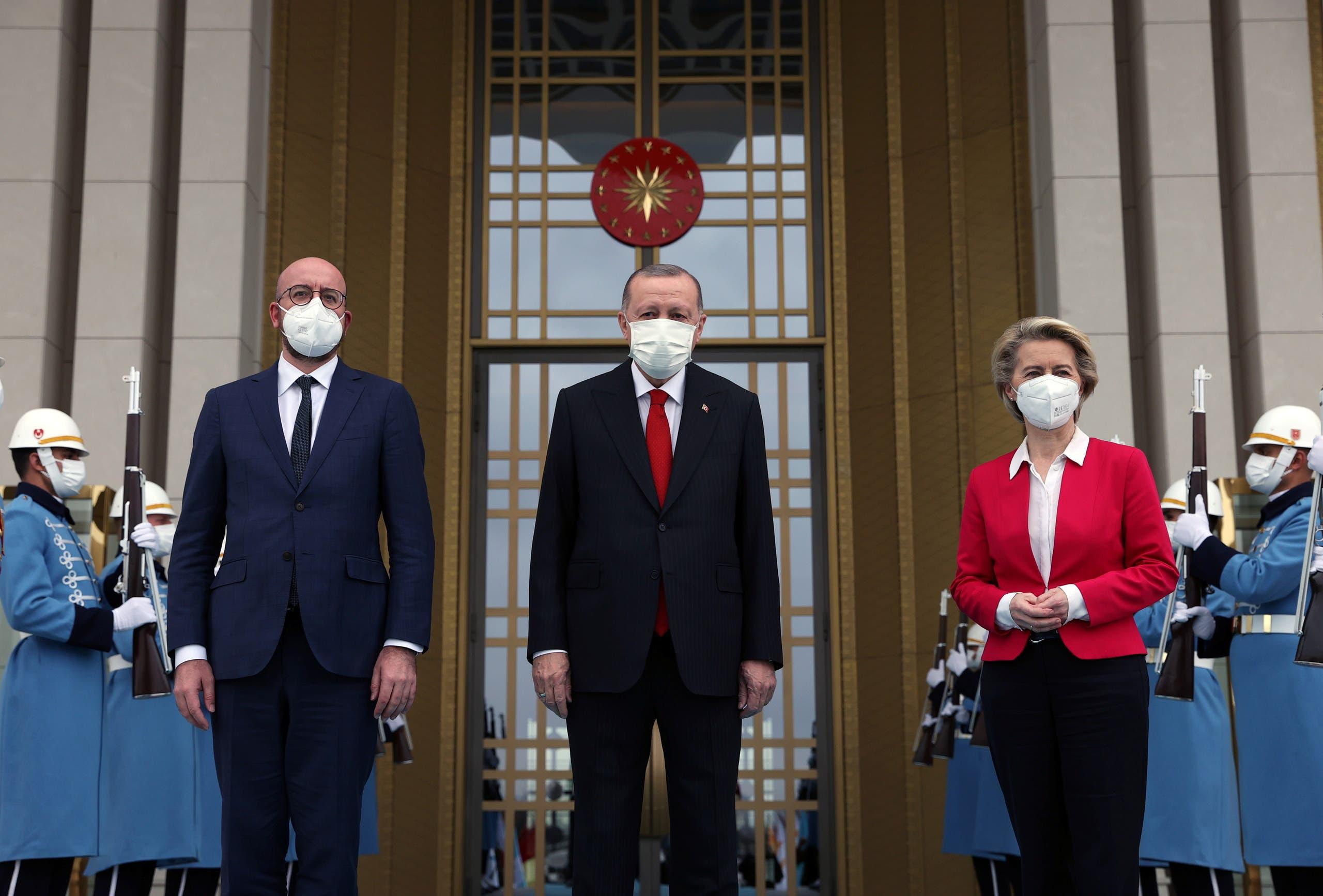 فون دير ليين وميشيل مع أردوغان في أنقرة