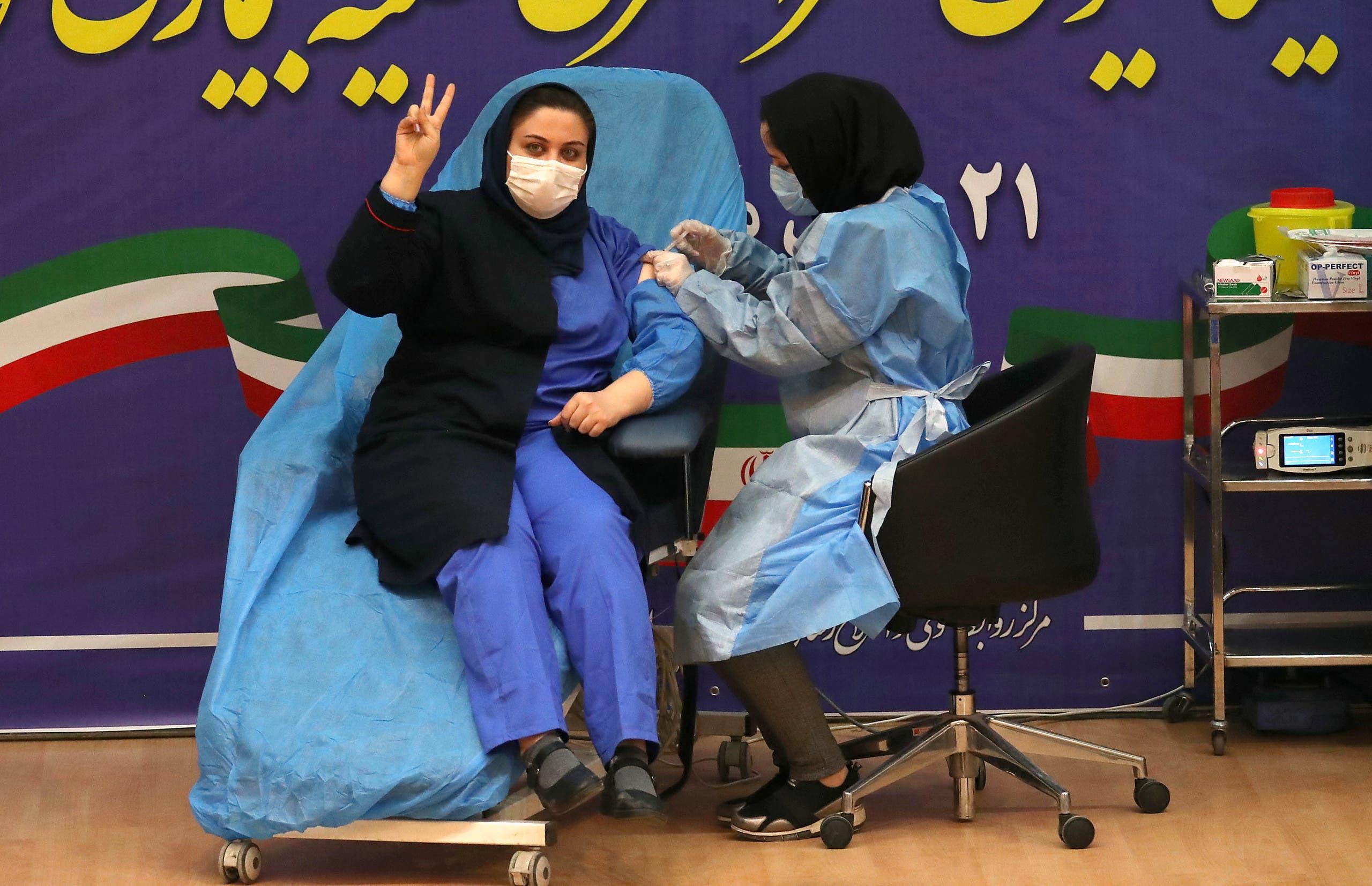 من حملة التطعيم ضد كورونا في إيران