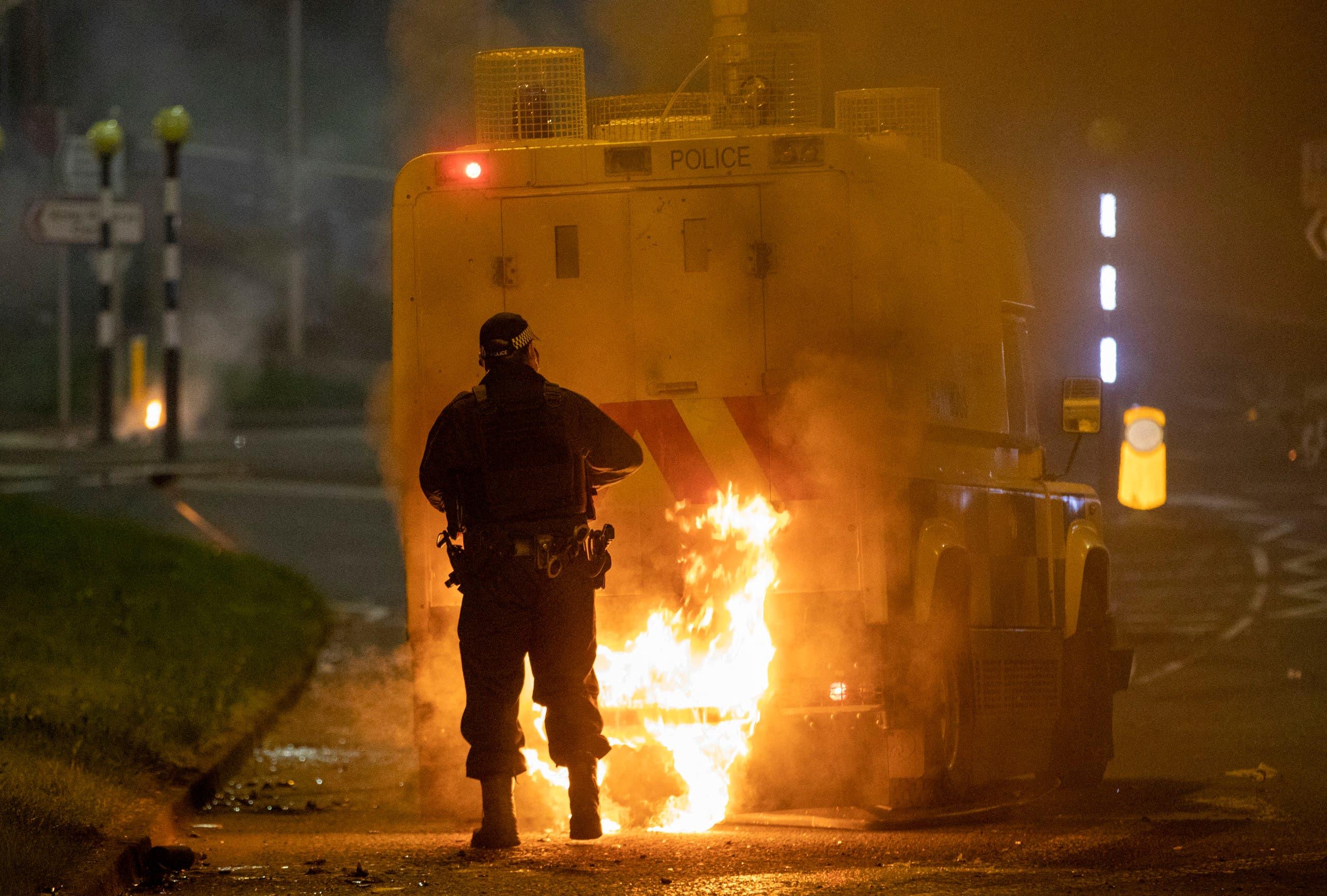 أعمال العنف السبت الماضي في نيوتاونابي في شمال ايرلندا الشمالية