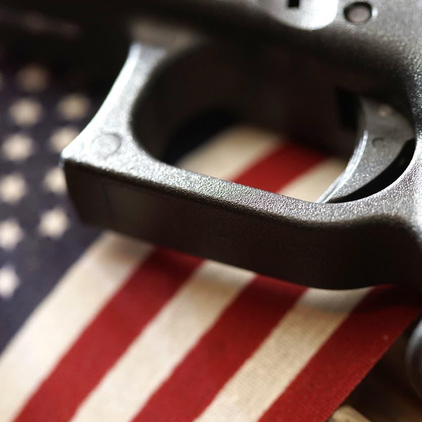 قاضٍيلغي حظراً تفرضه كاليفورنيا منذ 3 عقود على حيازة الأسلحة الهجومية