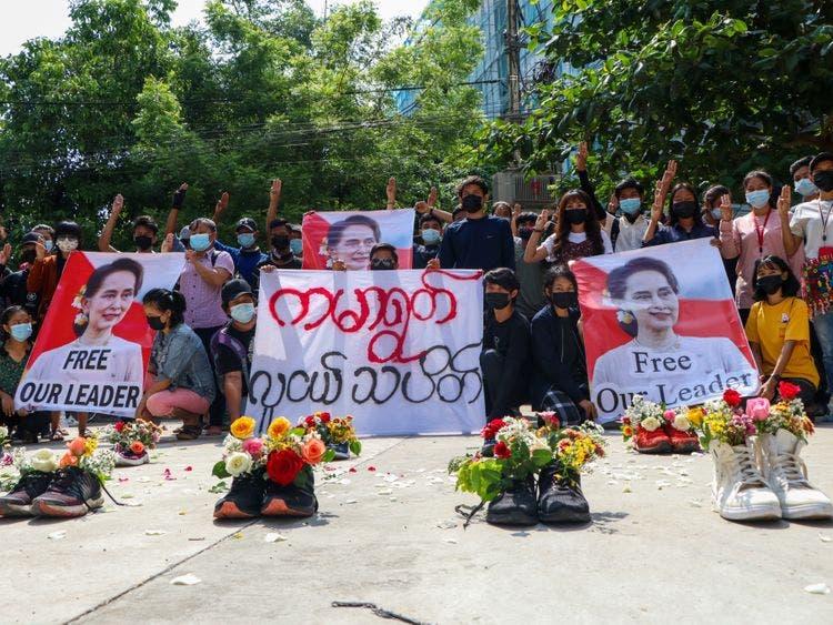 احتجاجات بالأحذية في ميانمار