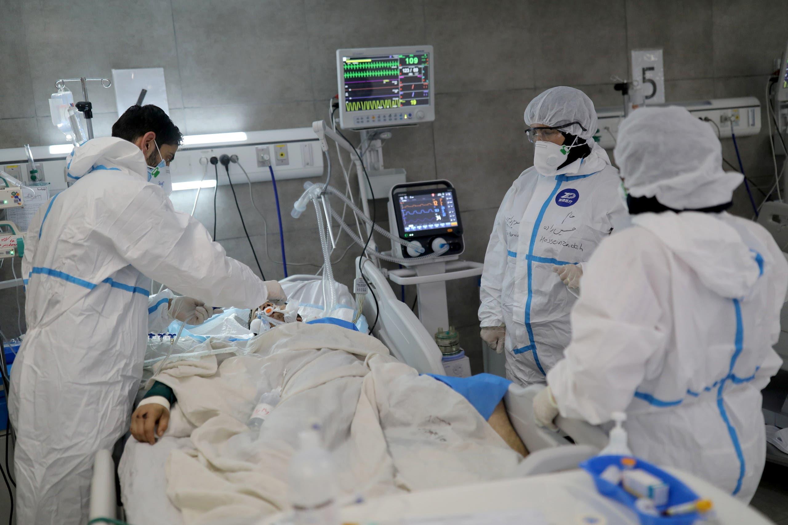 مصاب بكورونا في أحد مستشفيات طهران