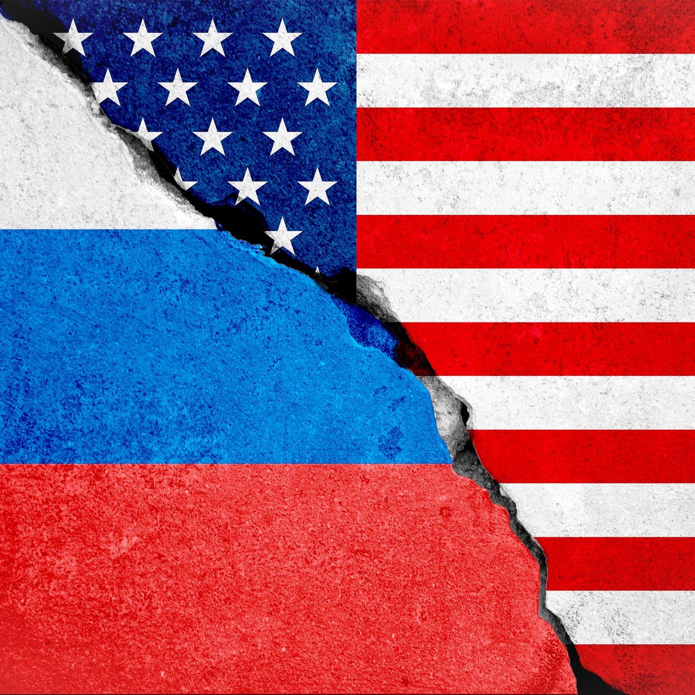 """""""بلومبيرغ"""": إدارة بايدن قد تطرد دبلوماسيين روساً"""