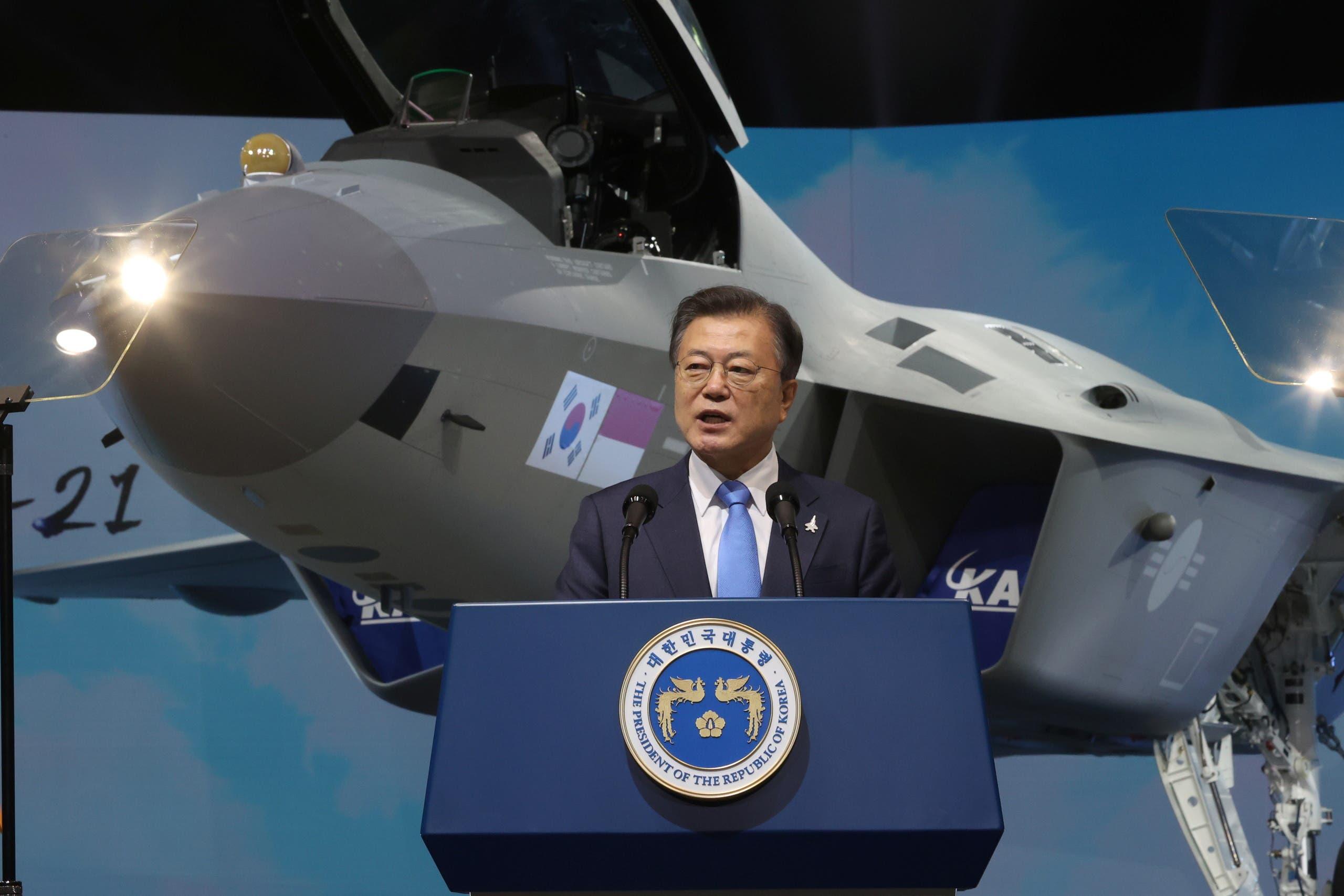 """الرئيس الكوري خلال الكشف عن المقاتلة """"كيه. إف. إكس"""""""