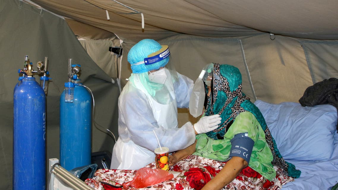 FILE PHOTO: A nurse attends to a woman at a coronavirus disease (COVID-19) quarantine center in Aden, Yemen March 27, 2021. Picture taken March 27, 2021. REUTERS/Fawaz Salman/File Photo