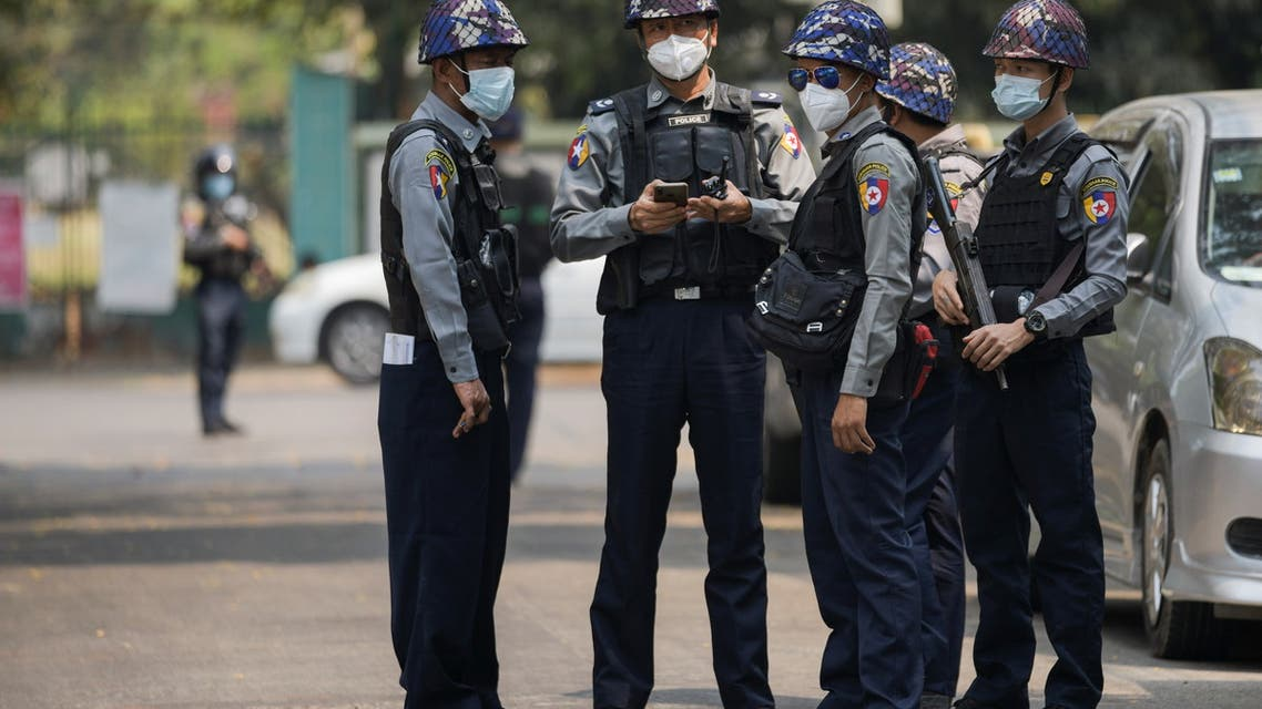 Police officers are seen outside Kamayut township court where the hearing of a group of journalists who were detained during anti-coup protests is scheduled, including that of Associated Press journalist Thein Zaw, in Yangon March 12, 2021. (File photo: Reuters)