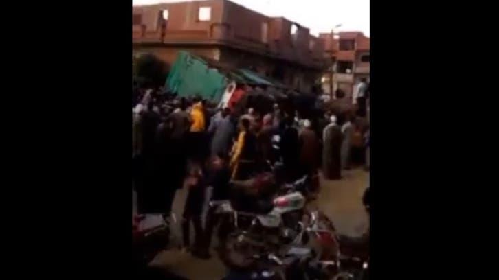 فيديو مؤلم.. مصرع طفلتين سقطت عليهما شاحنة في مصر