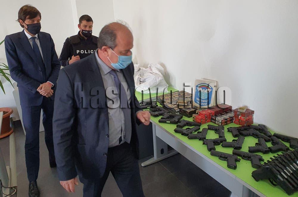 جانب من الأسلحة المضبوطة نقلاً عن مواقع بلغارية