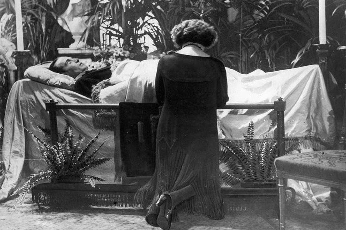 صورة لجثة فالنتينو