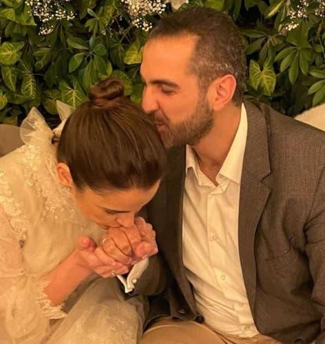 شام الذهبي مع خطيبها في صورة نشرتها عبر حسابها على انستغرام