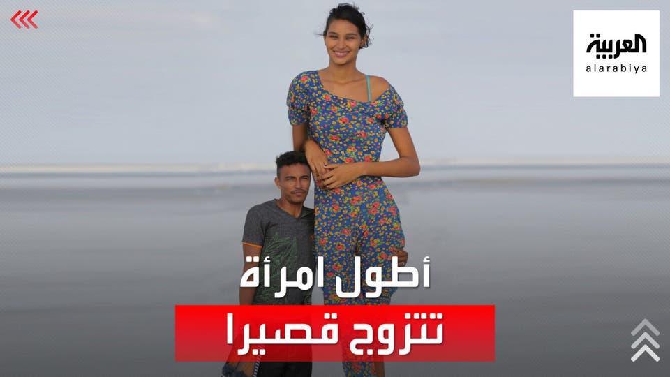 زوجته طولها أكثر من مترين.. شاهد فارق الطول بين زوجين!