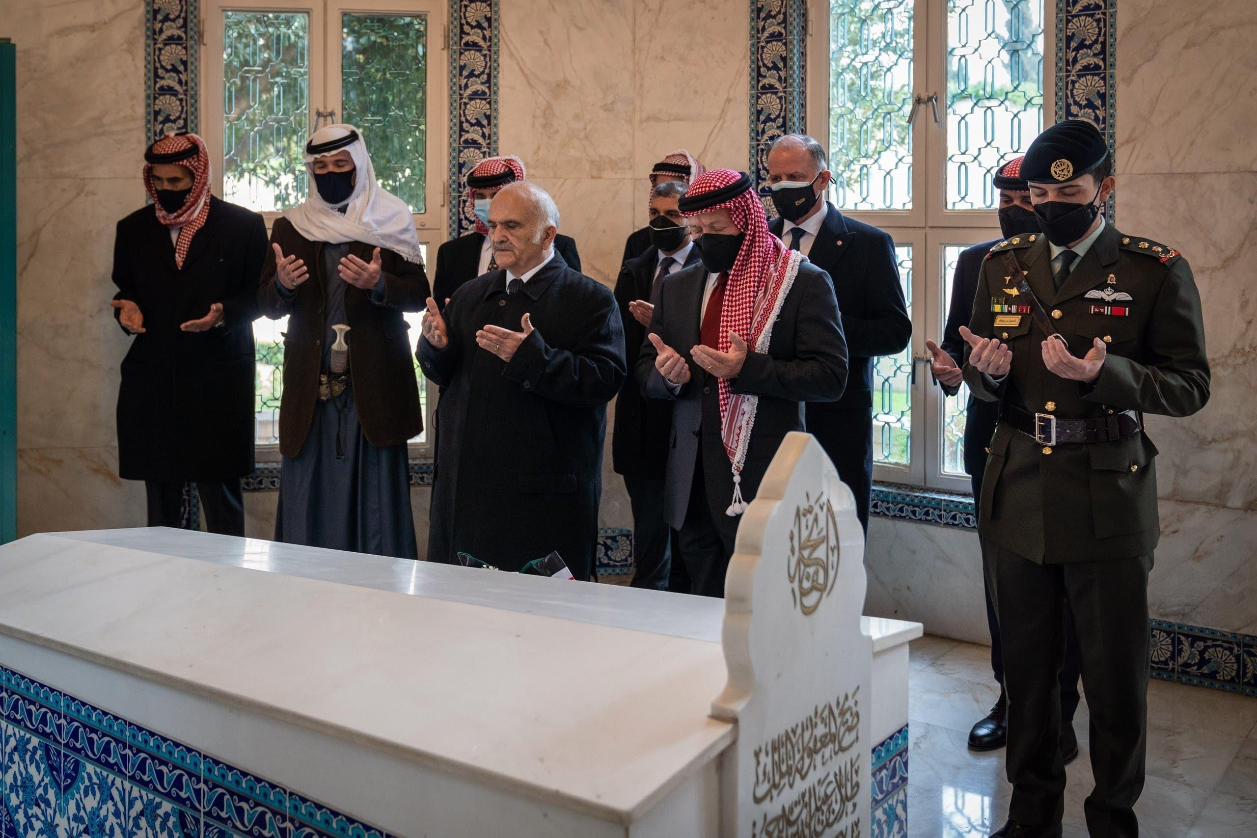 شہزادہ حمزہ بن الحسین اردن کے فرماں روا شاہ عبداللہ دوم کے ساتھ