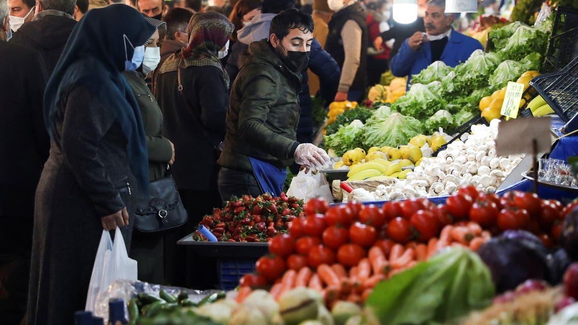 People wearing protective masks shop at a local market, amid the coronavirus disease (COVID-19) outbreak in Ankara, Turkey February 24, 2021. (File photo: Reuters)