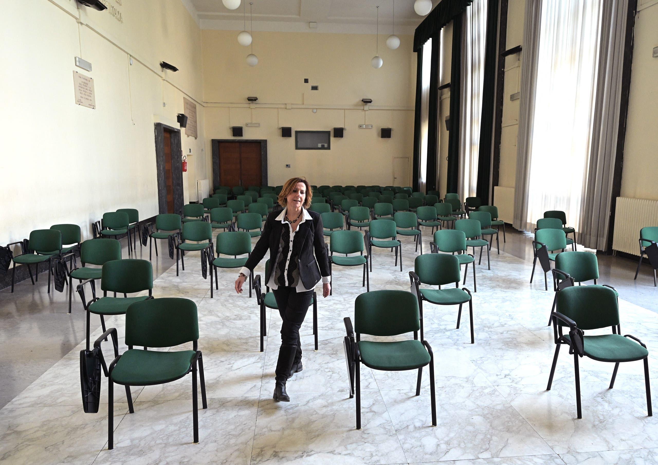مدرسة تطبق التباعد الاجتماعي في منطقة فينيتو بإيطاليا (أرشيفية)