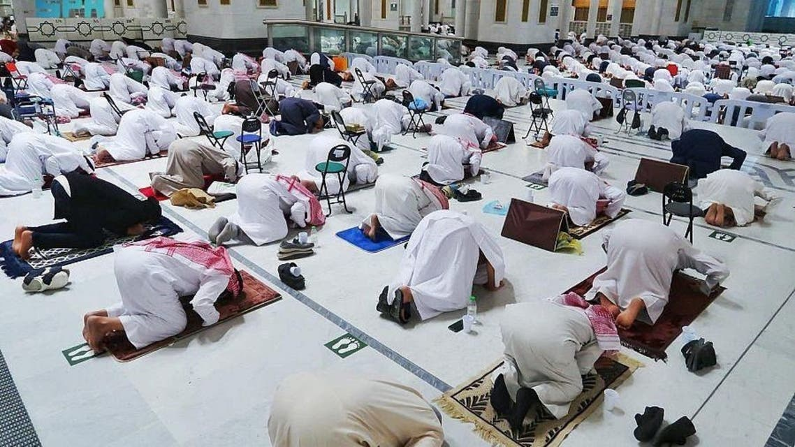 Muslim worshipers perform the first Taraweeh prayers at the Grand Mosque in Mecca on the first night of the holy month of Ramadan. (SPA)