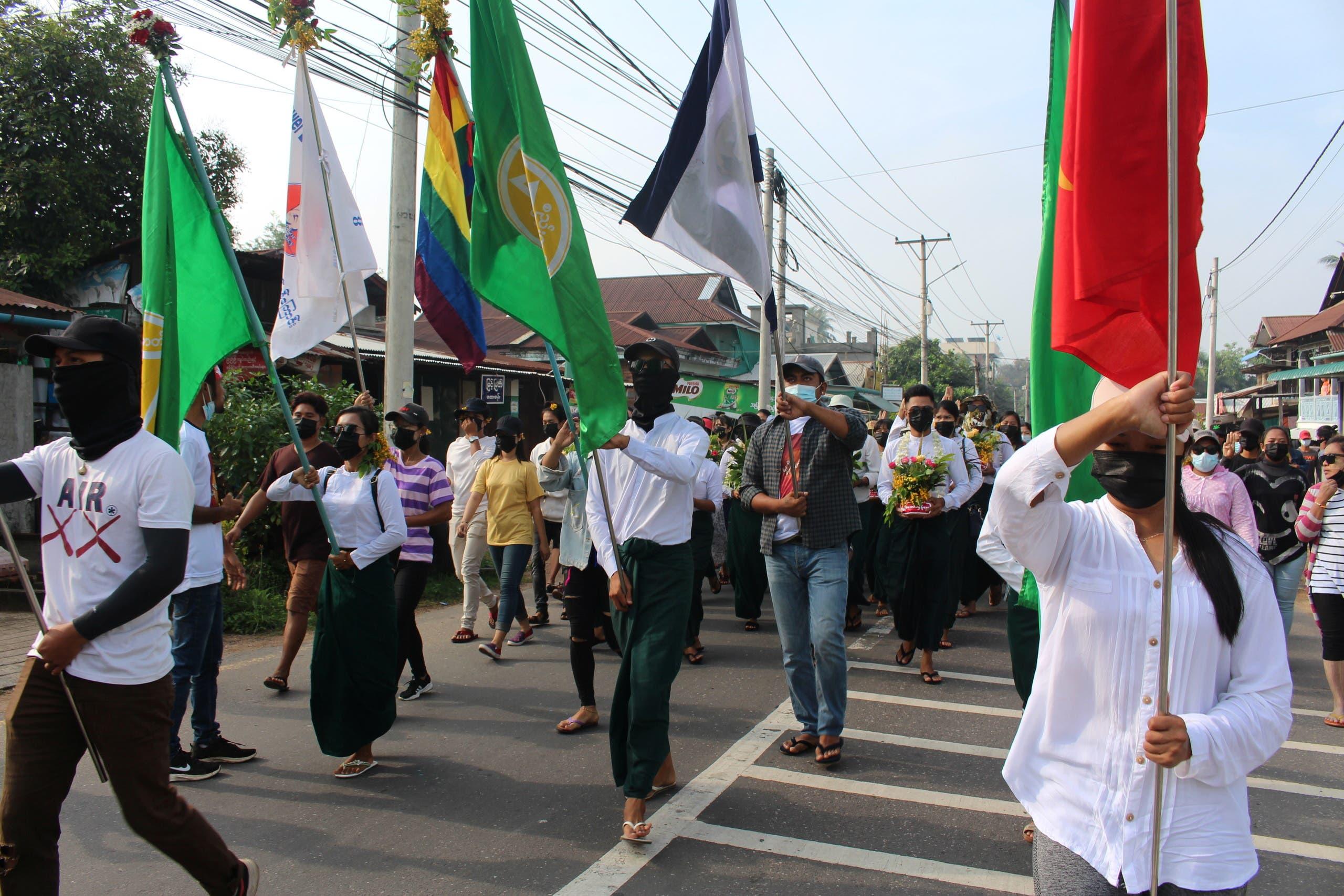 من الاحتجاجات ضد الانقلاب في داوي بميانمار اليوم الثلاثاء