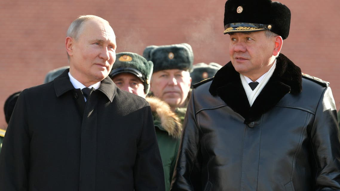 Russia's President Vladimir Putin and Defence Minister Sergei Shoigu attend a wreath-laying ceremony at the Tomb of the Unknown Soldier by the Kremlin Wall to mark the Defender of the Fatherland Day in Moscow, Russia February 23, 2021. (File photo: Reuters)
