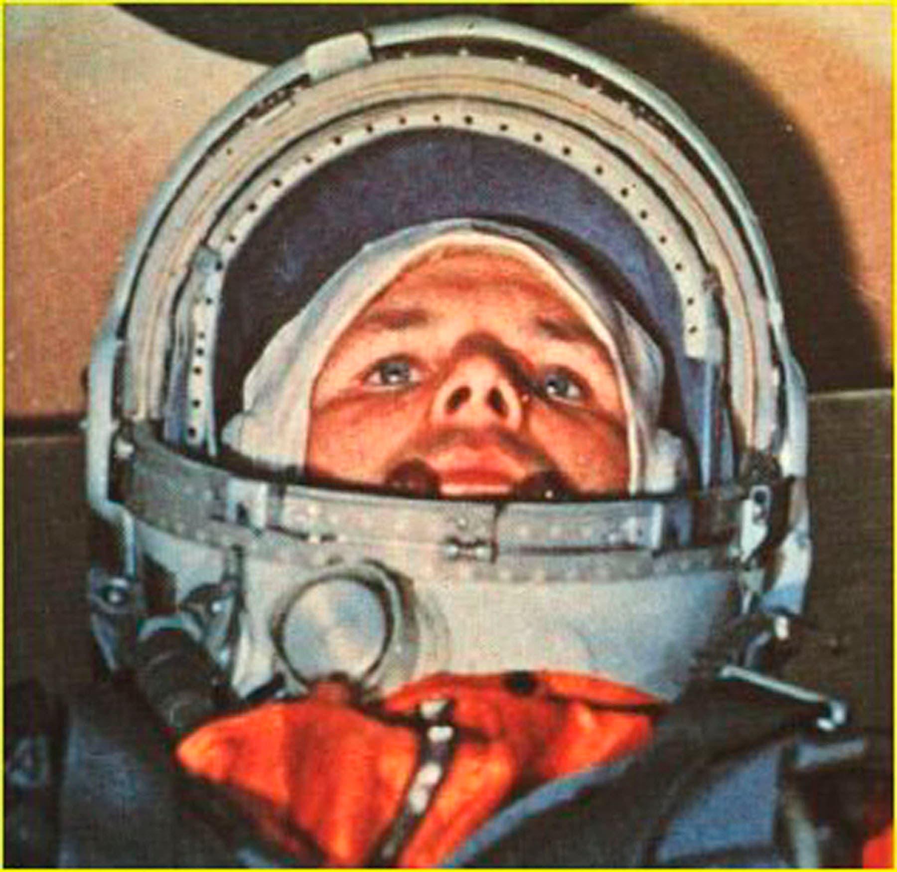 غاغارين قبل توجهه للفضاء