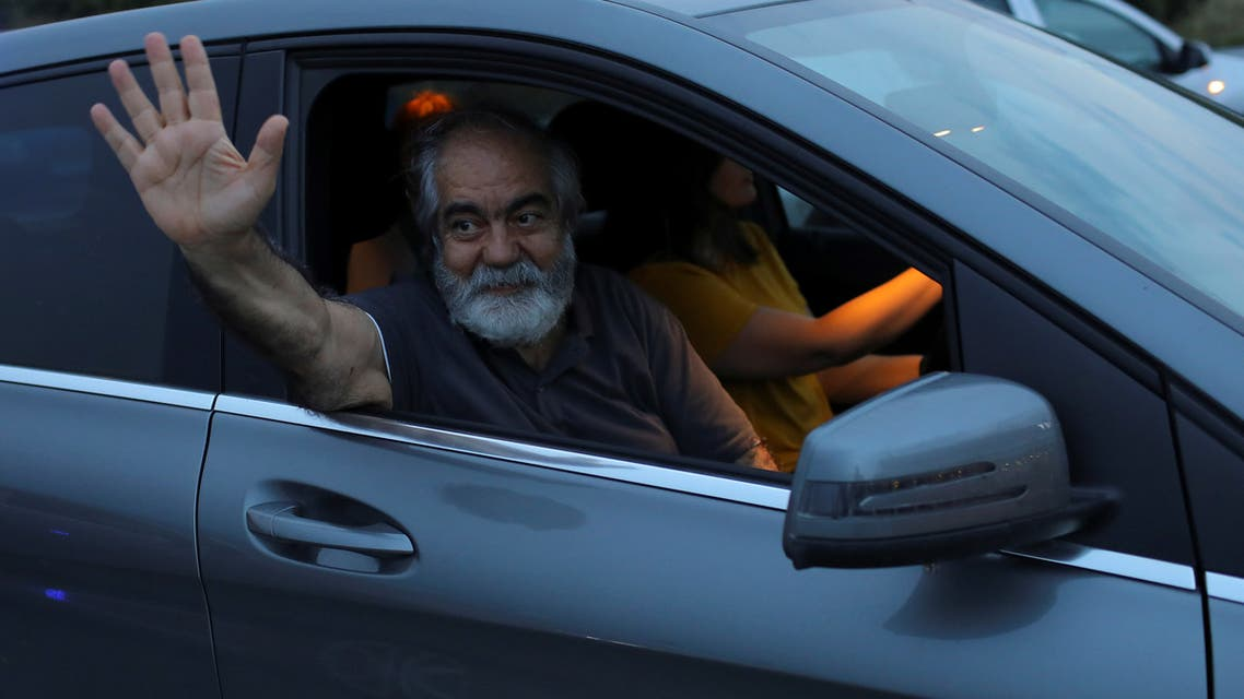 Journalist Mehmet Altan waves to media after being released from the prison in Silivri, near Istanbul, Turkey, June 27, 2018. (File photo: Reuters)