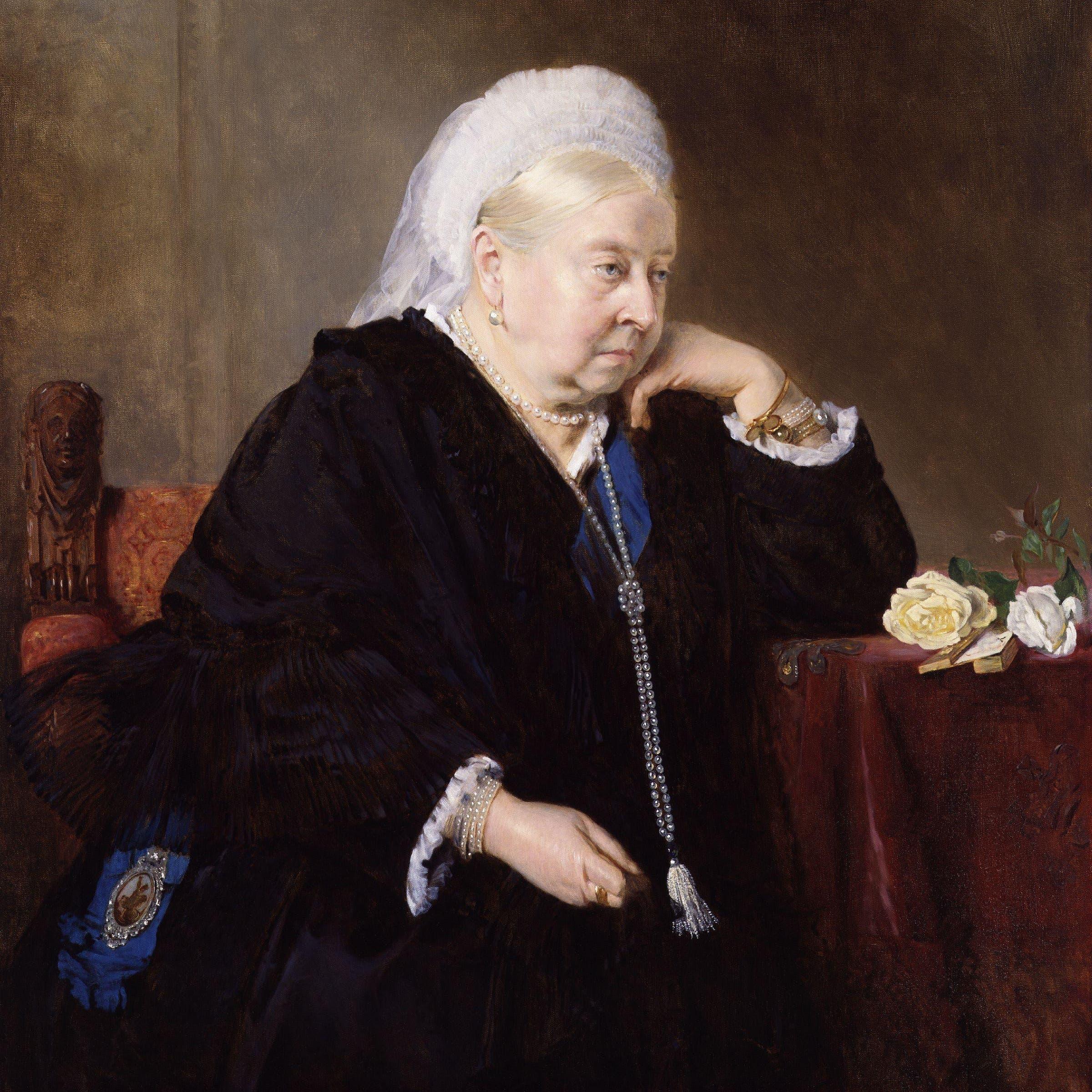 أعظم ملكة بريطانية..ارتدت الأسود 40 عاما عقب موت زوجها