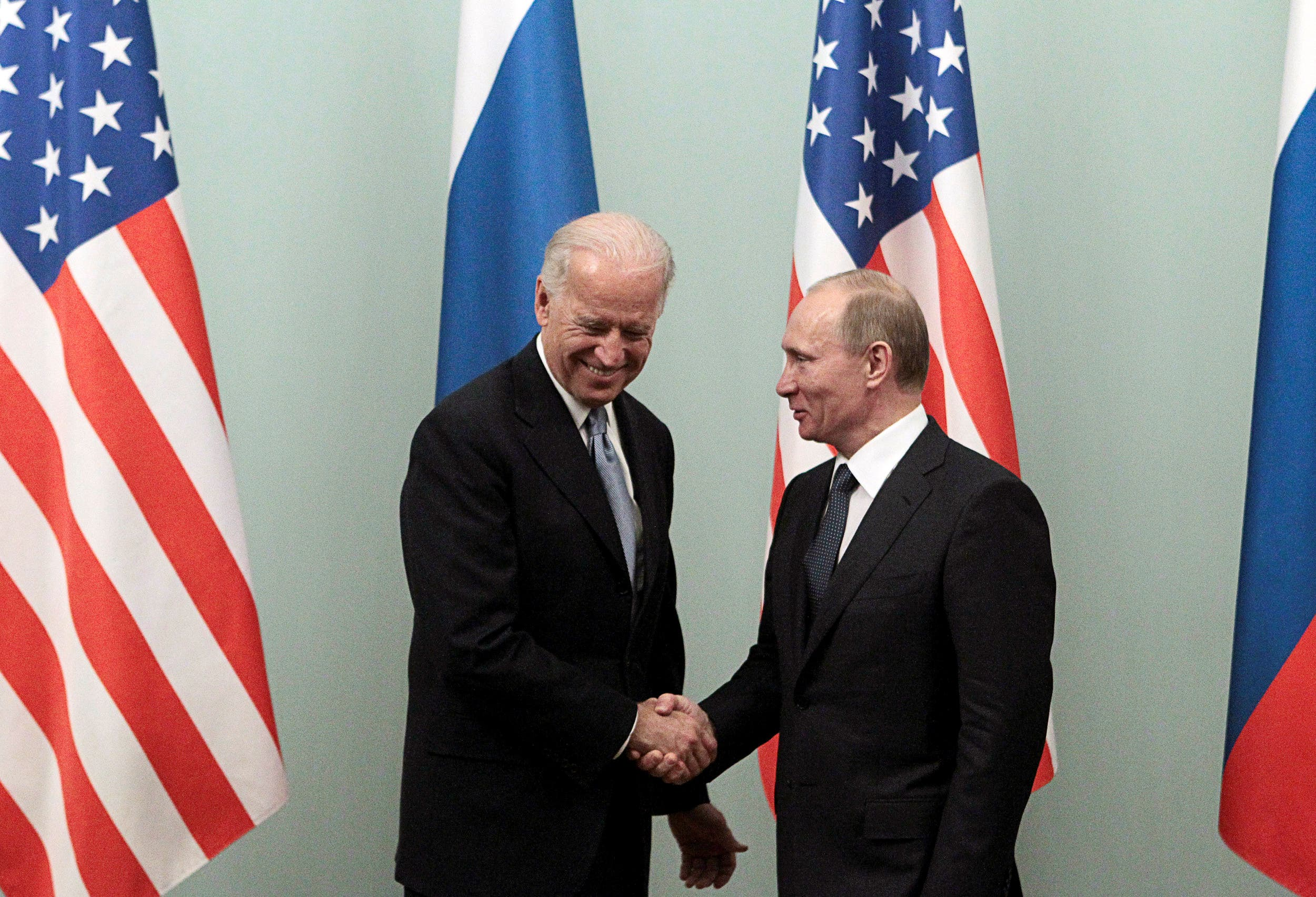 لقاء في 2011 في موسكو بين بوتين وبايدن