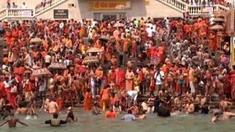 الهندوس احتشدوا واغتسلوا من خطاياهم.. كورونا يجتاح الهند