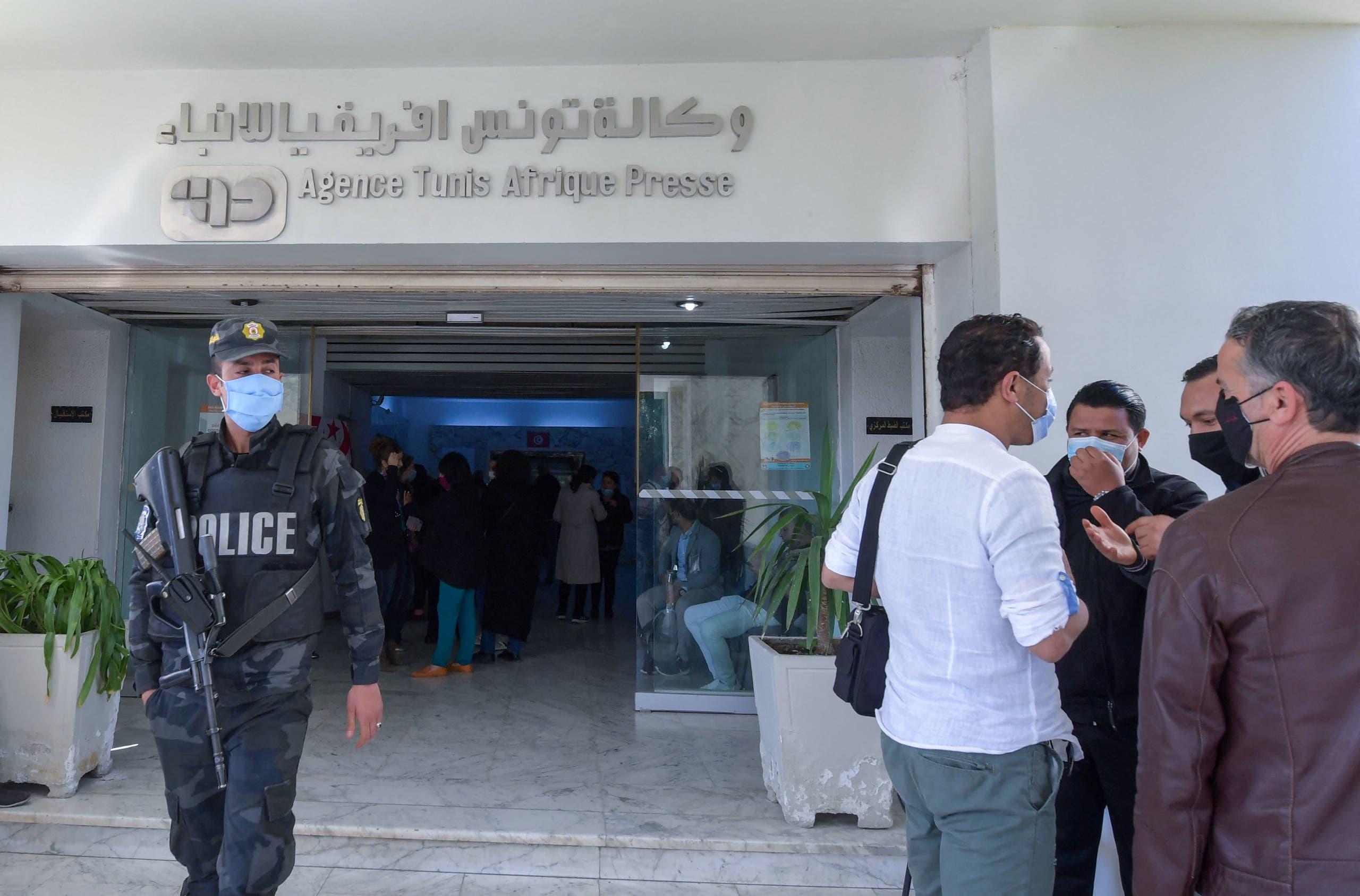 الأمن أمام الوكالة التونسية للأنباء