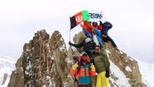 تصویری؛ برای اولینبار دو زن افغان بلندترین قله «کوه بابا» را فتح کردند