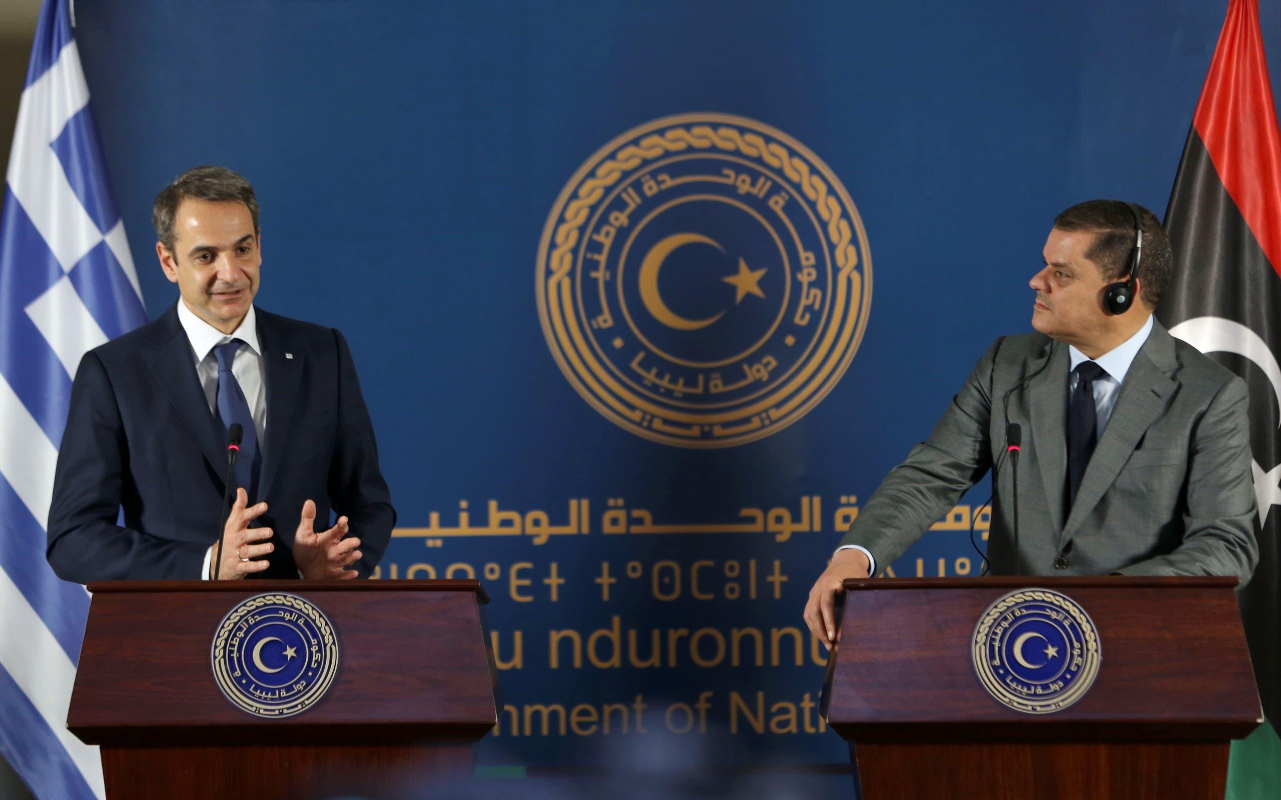 رئيس الوزراء كيرياكوس ميتسوتاكيس خلال مؤتمر صحفي بطرابلس مع رئيس الحكومة عبدالمجيد الدبيبة