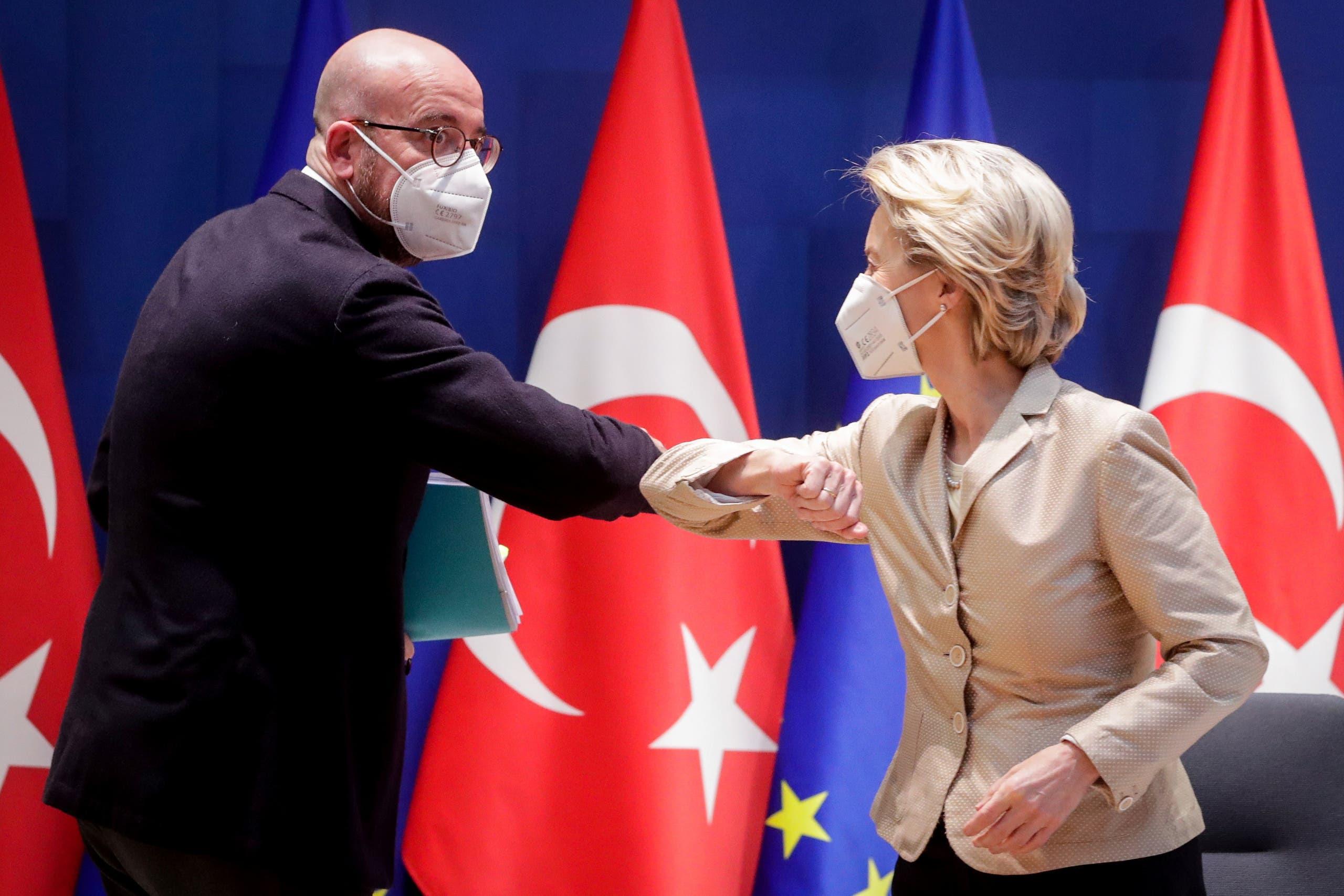فون دير ليين وميشال خلال لقاءهما في بروكسل بمارس الماضي قبل لقاء افتراضي مع الرئيس التركي