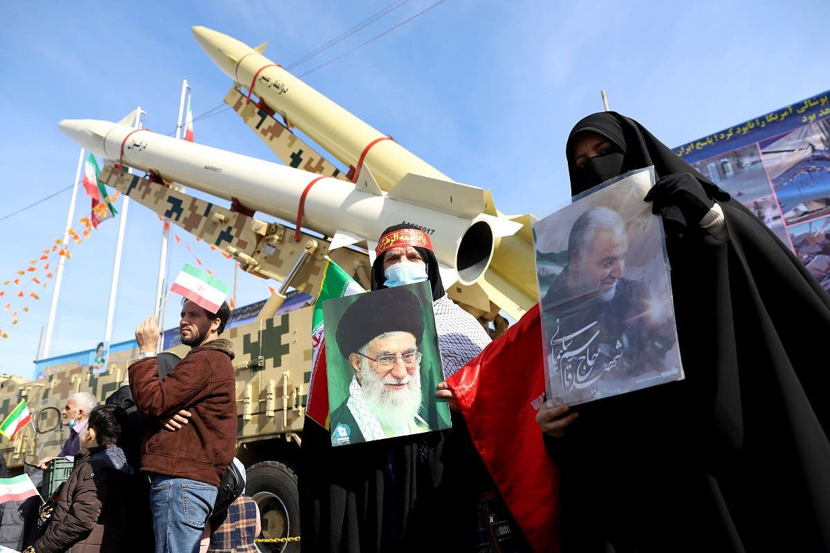 Iranian women hold pictures of the Supreme Leader Ayatollah Ali Khamenei during the 42nd anniversary of the Islamic Revolution in Tehran, Feb. 10, 2021. (File photo: Reuters)