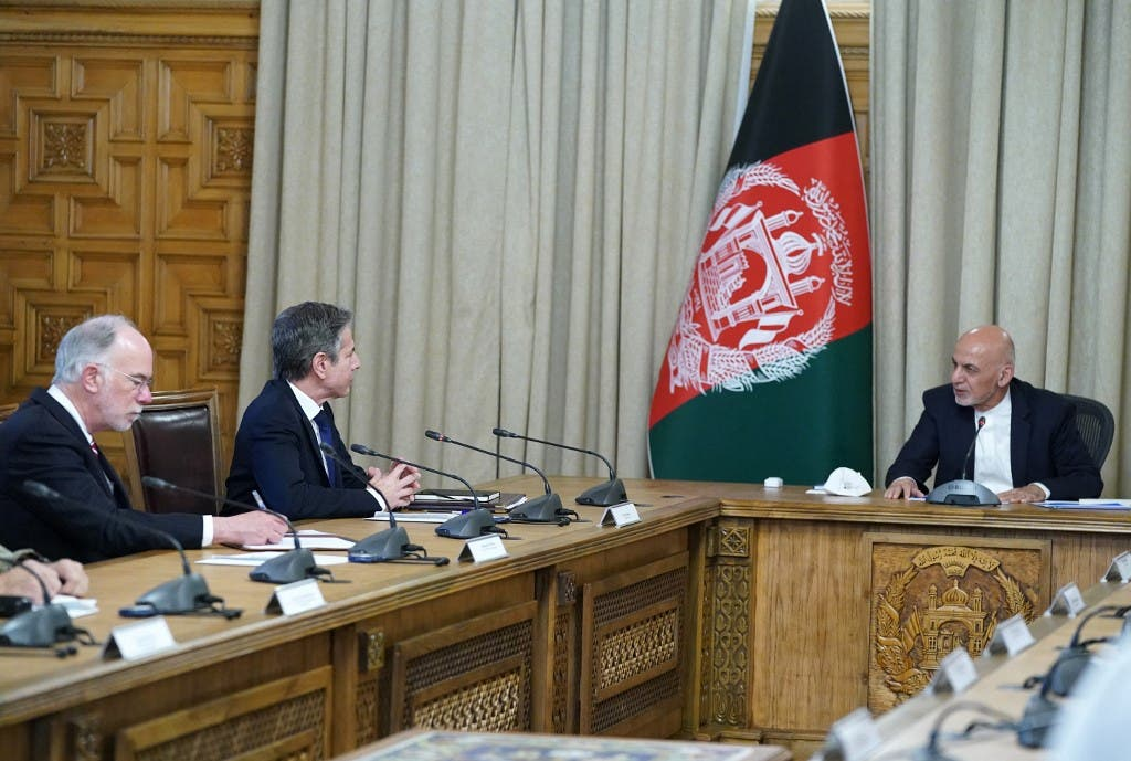 وزير الخارجية الأميركي أنتوني بلينكن والرئيس الأفغاني