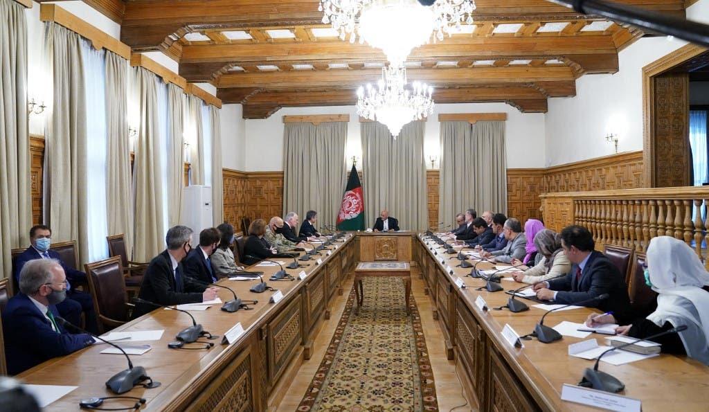 وزیر خارجه آمریکا و مسئولان افغانستان