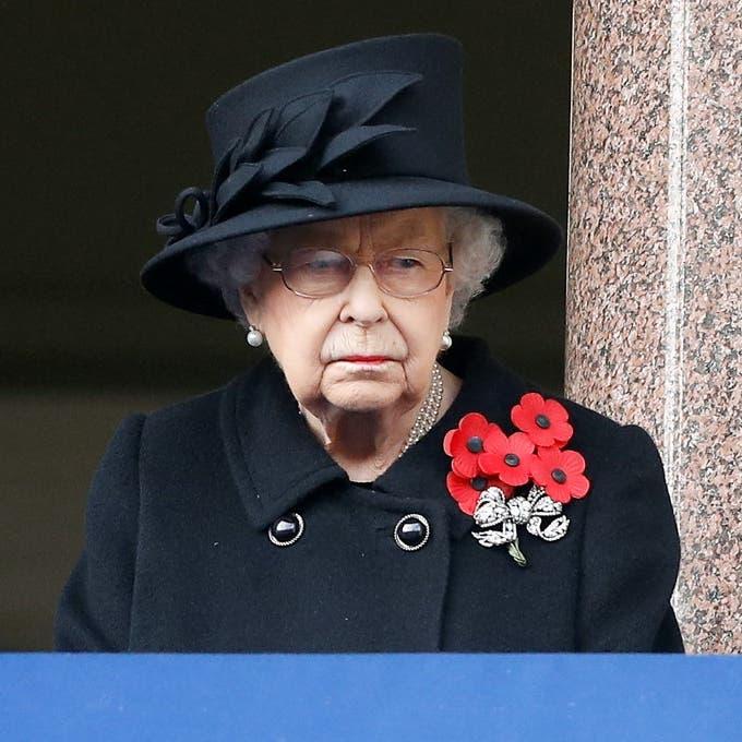 """بسبب كورونا.. ملكة بريطانيا """"وحيدة"""" في جنازة زوجها"""