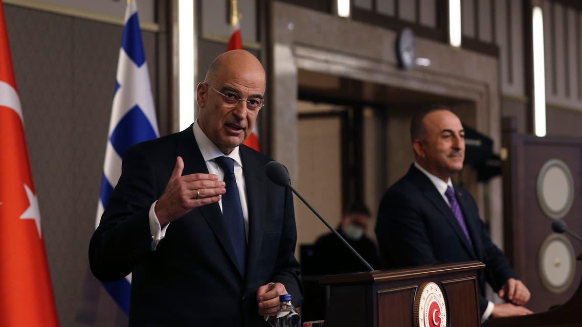 وزير الخارجية اليوناني نيكوس ديندياس ونظيره التركي مولود جاويش أوغلو (أرشيفية- أسوشييتد برس)