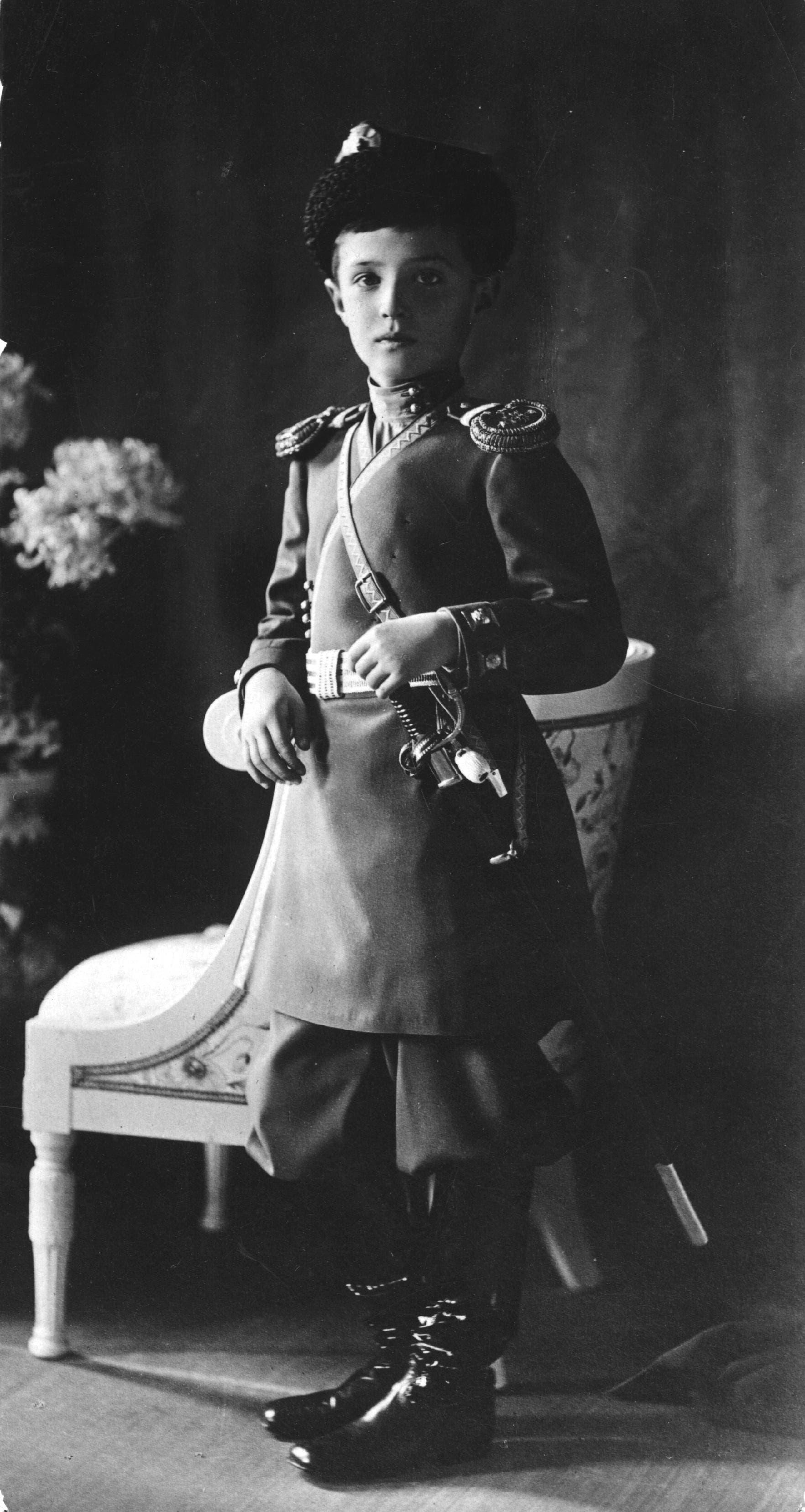 صورة لوريث عرش روسيا ألكسي وهو بالزي العسكري