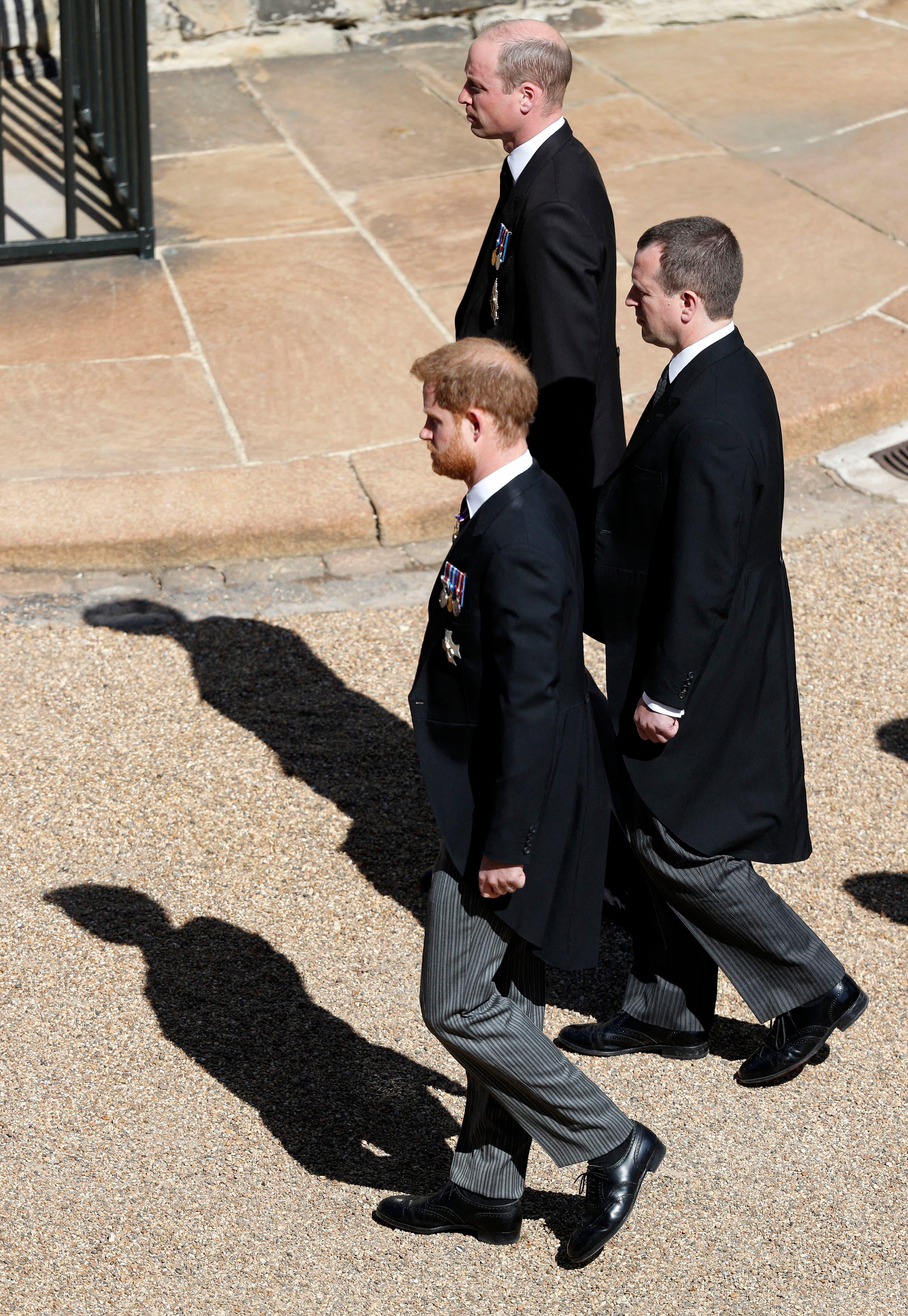 بيتر فيليبس، نجل الأميرة آن ابنة الملكة إليزابيث يتوسط الأمير وليام وأخيه هاري