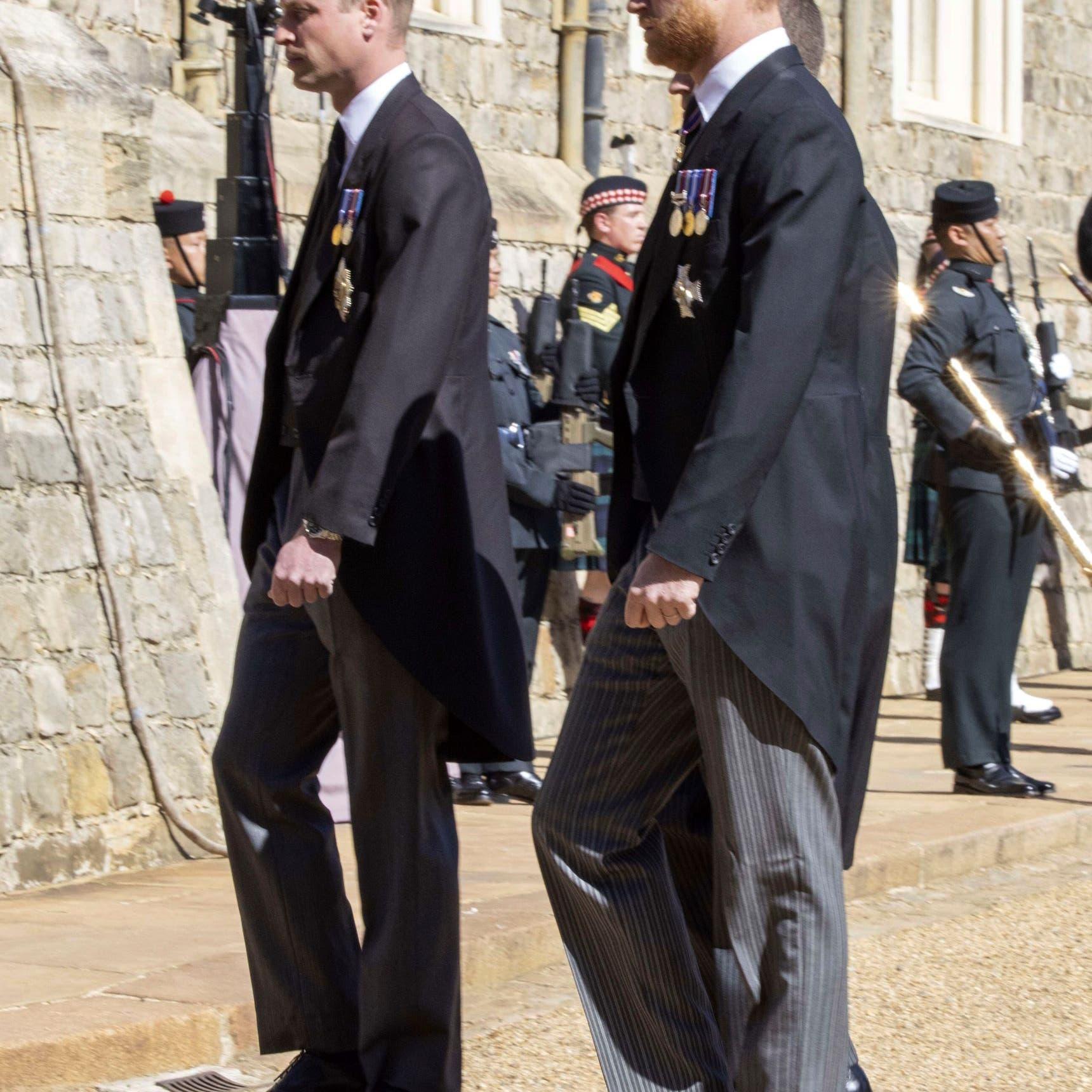 شاهد.. الأميران ويليام وهاري يتحدثان سوياً في جنازة جدهما