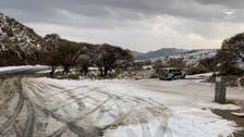 سعودی عرب کے صوبے عسیر کے بالائی علاقوں پر سفیدی چھا گئی