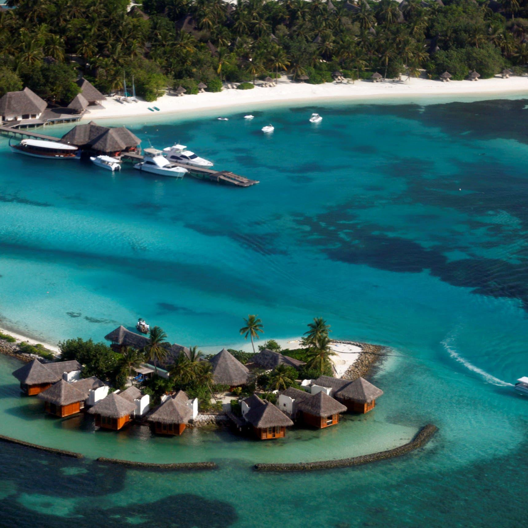 جزر المالديف تلح على السائحين وتعرض لقاحات مجانية ضد كورونا