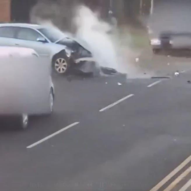 فيديو يحبس الأنفاس.. حادث مرعب لسيارة بداخلها طفل