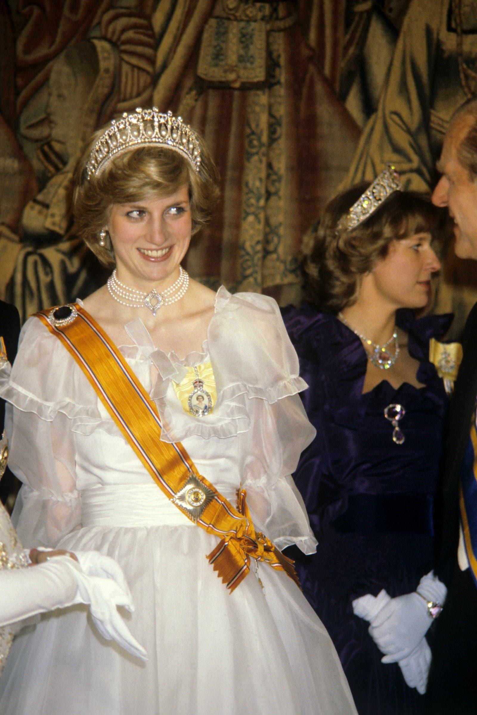 الأميرة ديانا ترتدي العقد نفسه في العام 1982