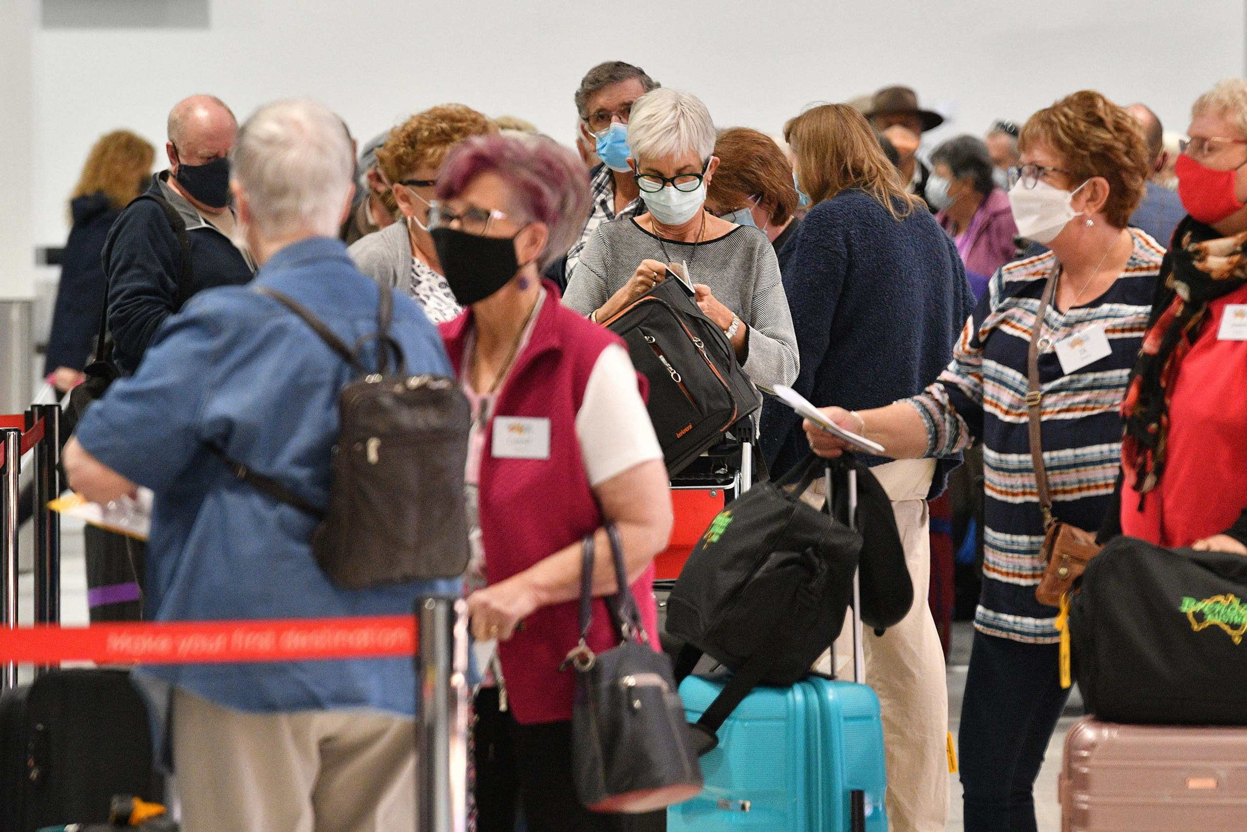 Passengers wait at the check-in counters for New Zealand flights at Sydney International Airport on April 19, 2021, as Australia and New Zealand opened a trans-Tasman quarantine-free travel bubble. (File photo: AFP)