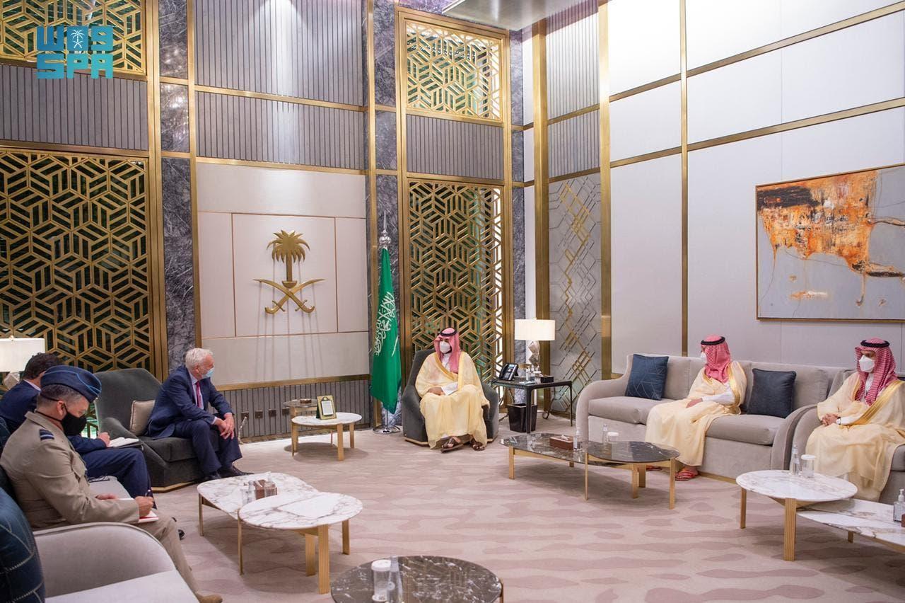 ولي العهد السعودي يستقبل المبعوث البريطاني